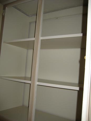 kirkland-food-bank-bare-cupboards