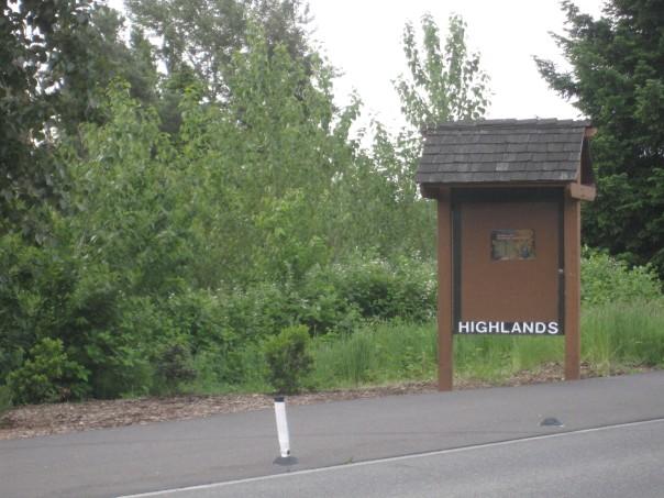 Kirkland WA Highlands entrance sign